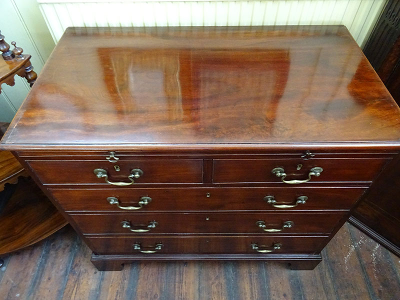 George 111 mahogany chest of drawers